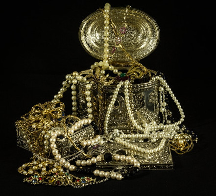 Old jewelry and pearls
